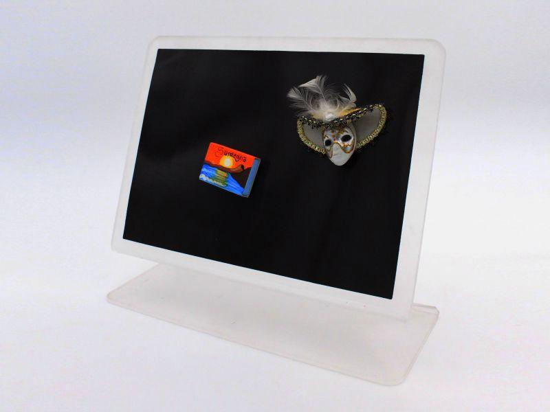 espositore in plexiglass con lavagna magnetica scrivibile con gessetti -33x29