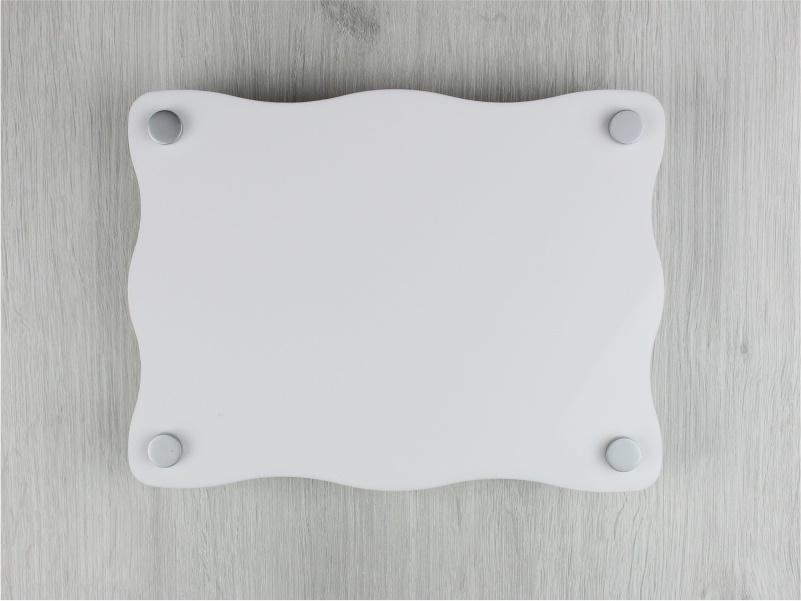 targa plexiglass bianco con lati ondulati