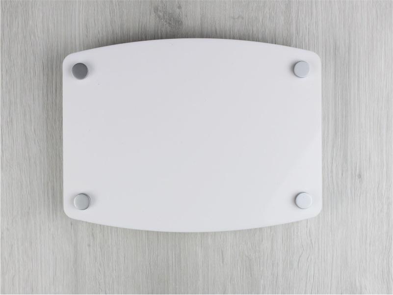 targa in plexiglass bianco con 2 lati curvi