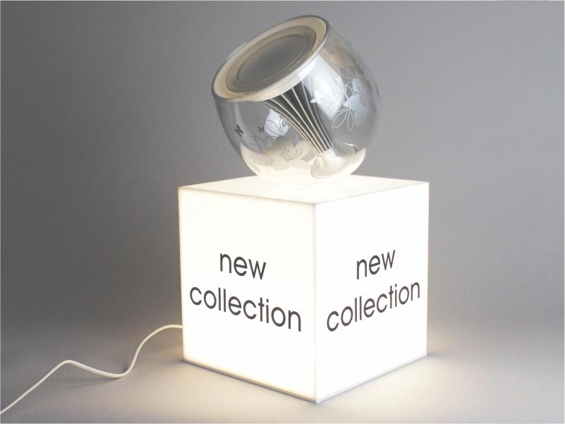 Cubo espositivo plexiglass opalino con illuminazione led rbt