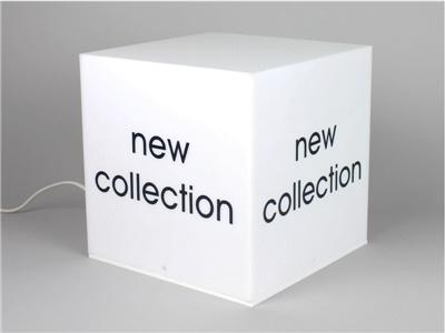 Cubo espositivo plexiglass opalino con illuminazione LED